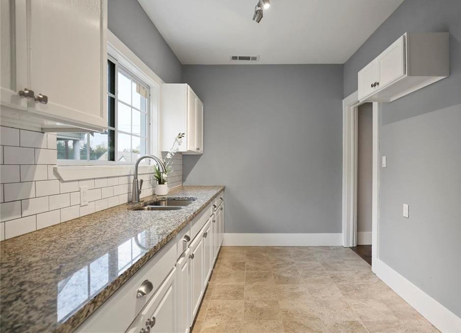 Sold Property | 224 W Clarendon Drive Dallas, Texas 75208 12