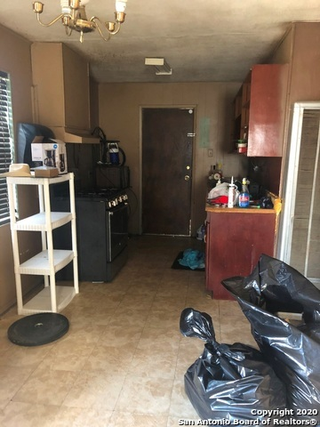 Pending SB | 202 PARK PLAZA San Antonio, TX 78237 1