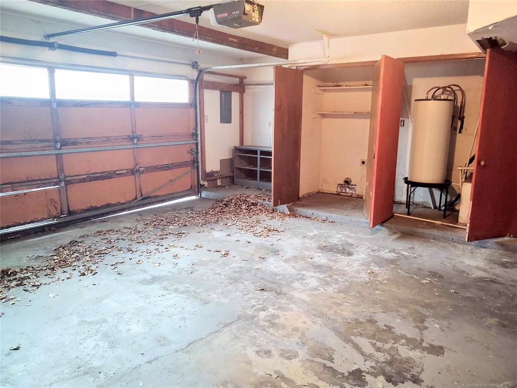 Condo ownership, luxury living, Pool & Clubhouse   1221 S 112th East Avenue #25-3b Tulsa, OK 74128 15