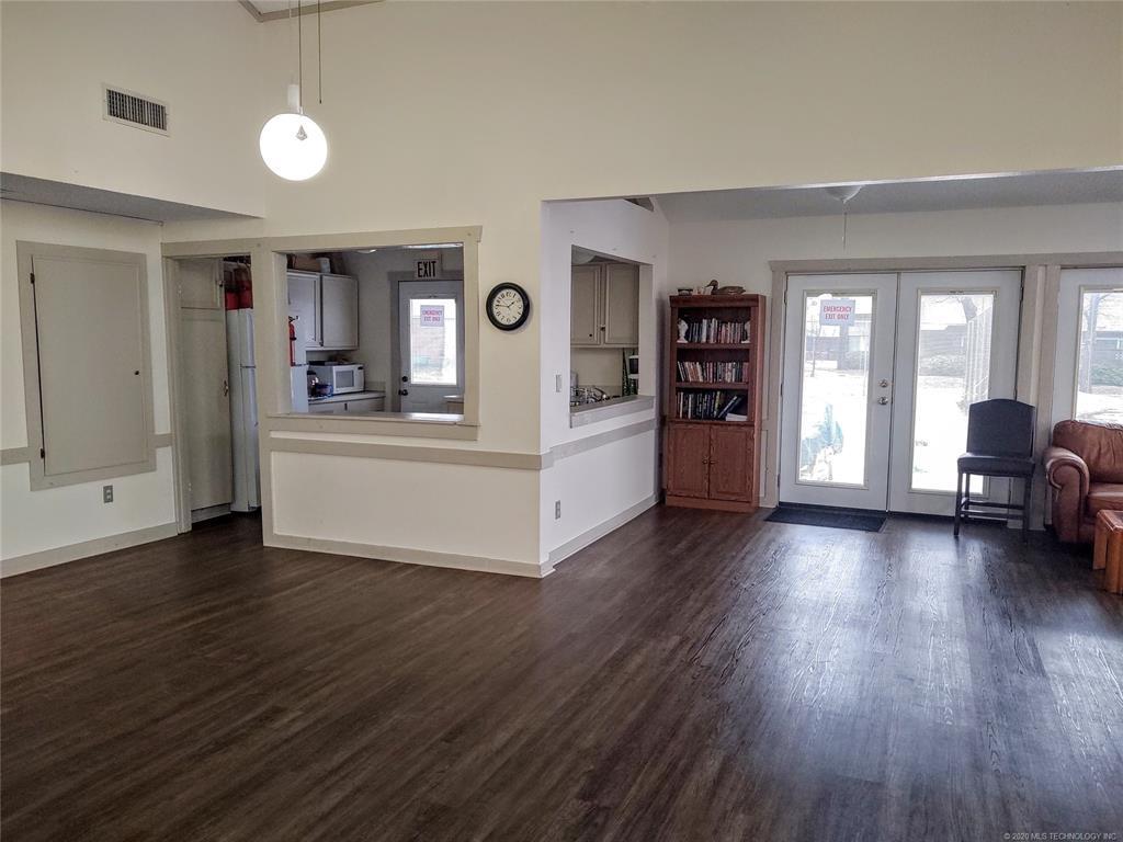 Condo ownership, luxury living, Pool & Clubhouse   1221 S 112th East Avenue #25-3b Tulsa, OK 74128 18