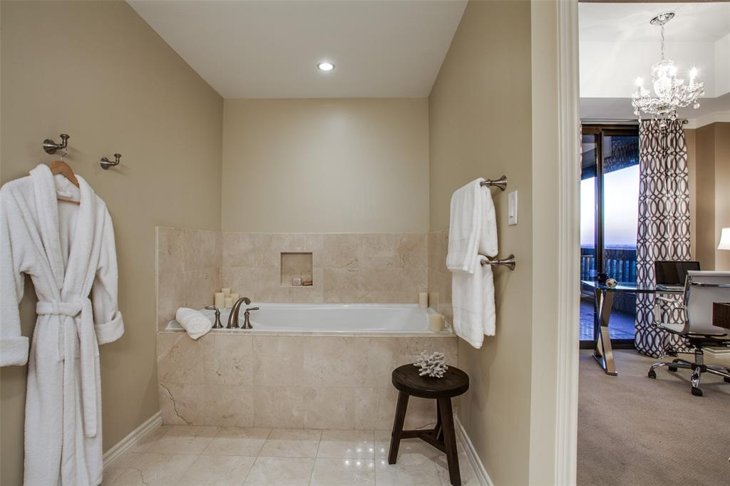Active | 5909 Luther Lane #1604 Dallas, TX 75225 4