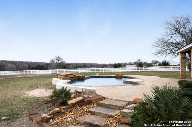 Active | 209 ABREGO LAKE DR  Floresville, TX 78114 21