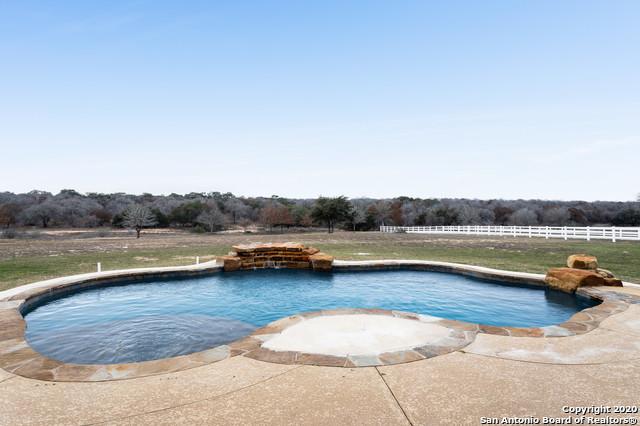 Active | 209 ABREGO LAKE DR  Floresville, TX 78114 22