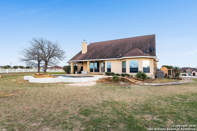 Active | 209 ABREGO LAKE DR  Floresville, TX 78114 24