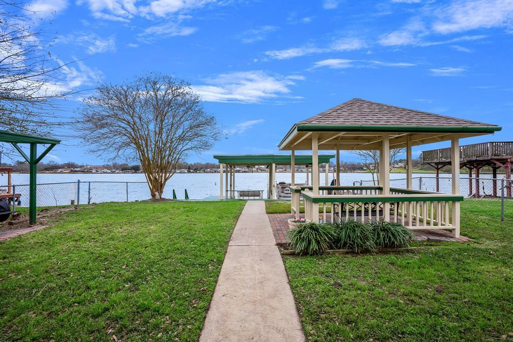 Active | 12884 Point Drive Drive Willis, TX 77318 0
