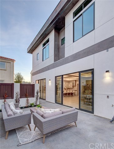 Closed   206 N Juanita Avenue Redondo Beach, CA 90277 37