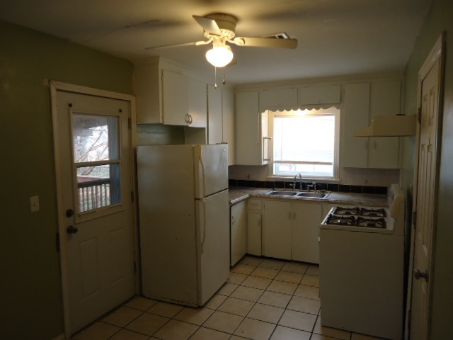 #century21groupone,#homesforsaleponcacity,#poncacityrealestate | 948 N Pine Ponca City, OK 74601 7