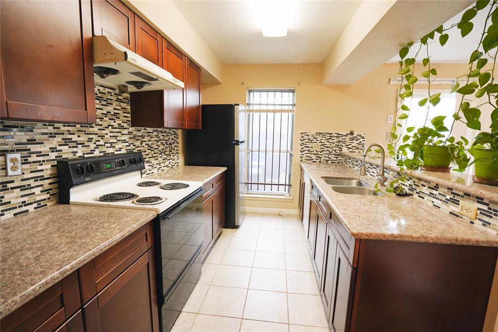 Pending   3901 Woodchase Drive #55 Houston, TX 77042 11
