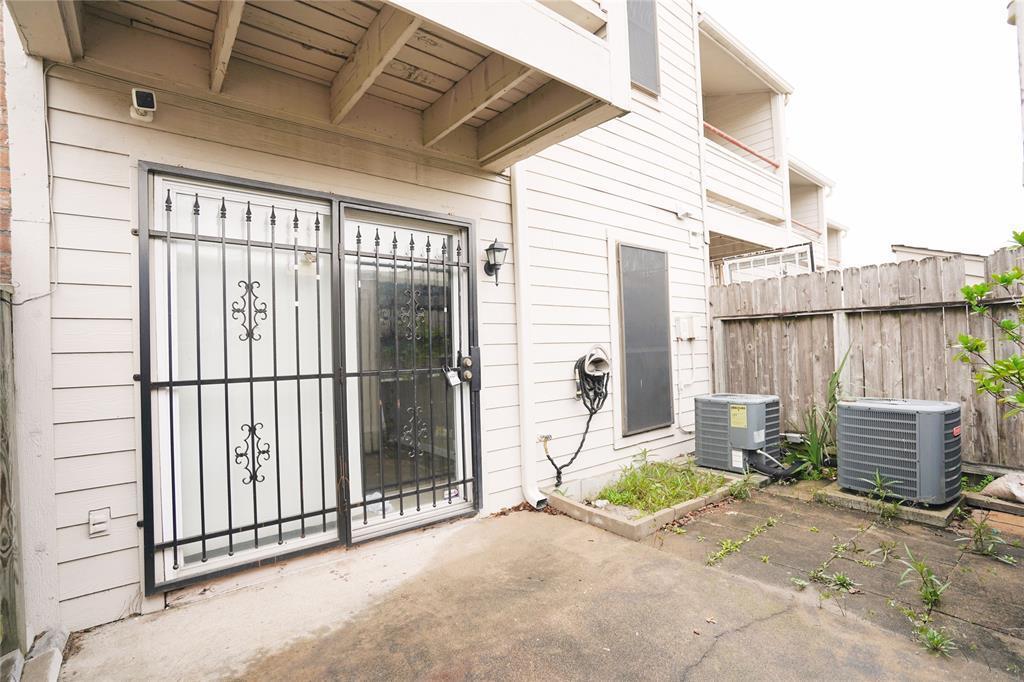 Pending   3901 Woodchase Drive #55 Houston, TX 77042 4