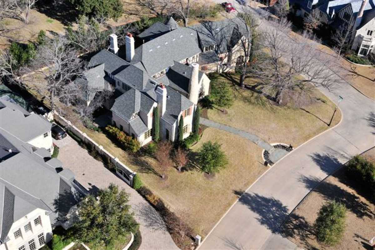 Sold Property | 62 Braewood Place Dallas, TX 75248 2