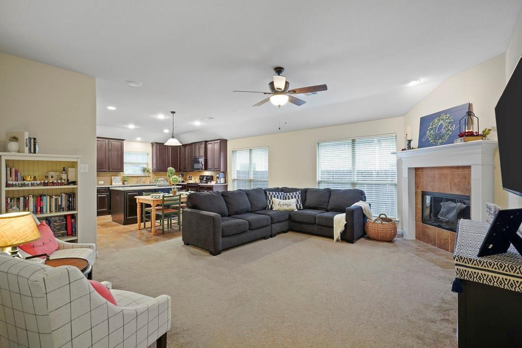 Sold Property | 628 Kelley Court Fort Worth, Texas 76120 2