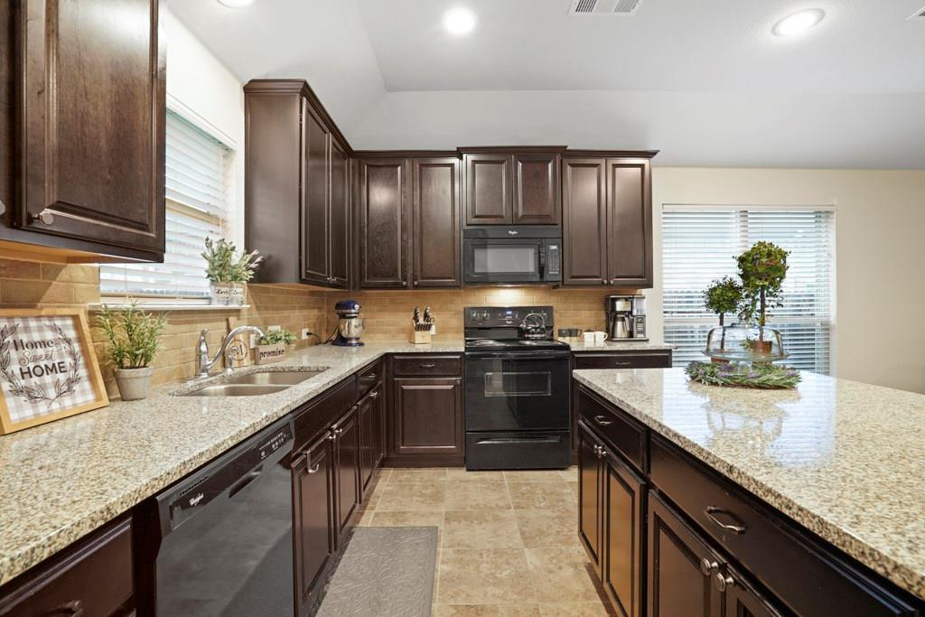 Sold Property | 628 Kelley Court Fort Worth, TX 76120 11