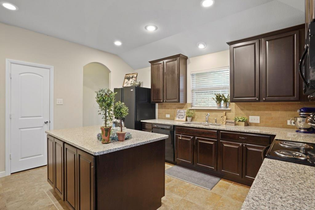 Sold Property | 628 Kelley Court Fort Worth, TX 76120 15