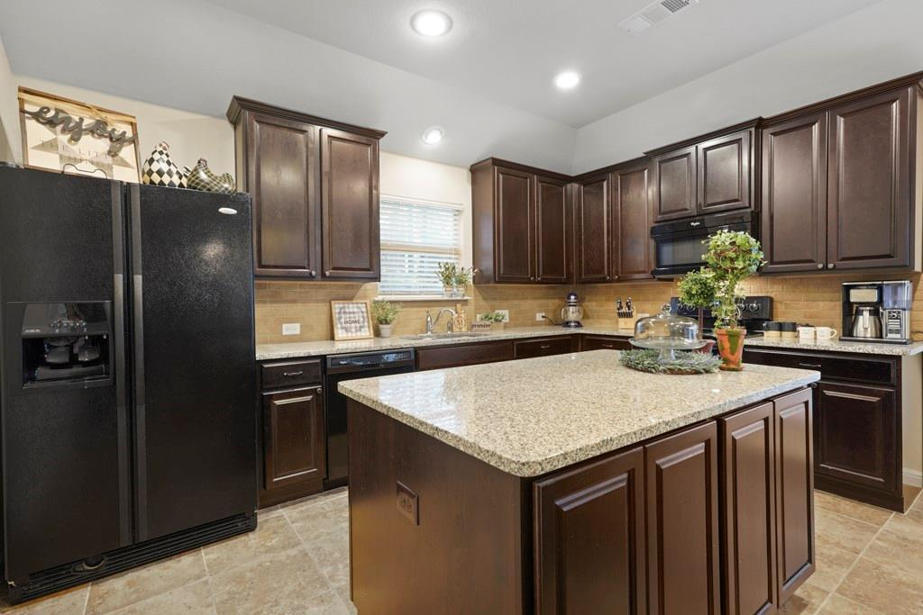Sold Property | 628 Kelley Court Fort Worth, Texas 76120 9