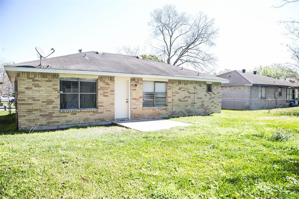 Pending Continue to Show | 8619 Deep Valley Drive Houston, TX 77044 1