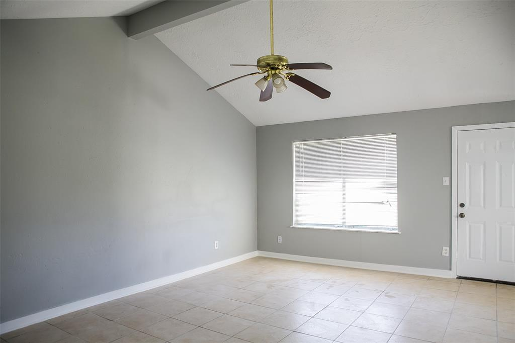 Pending Continue to Show | 8619 Deep Valley Drive Houston, TX 77044 10