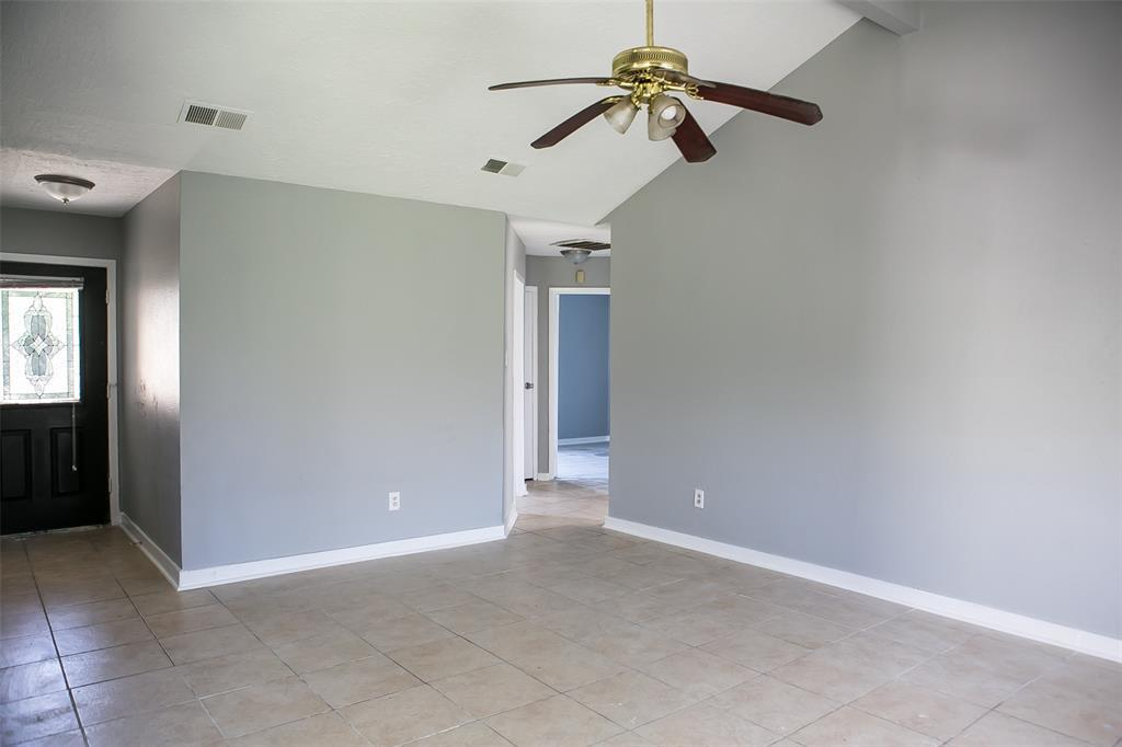 Pending Continue to Show | 8619 Deep Valley Drive Houston, TX 77044 7
