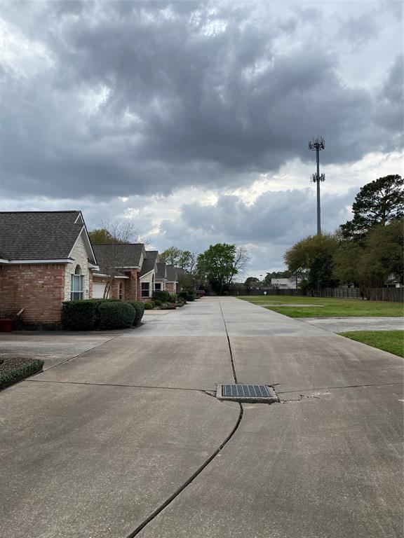 Active | 10723 Norchester Village  Houston, TX 77070 2