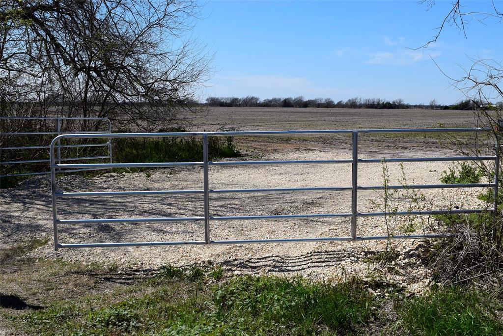 Pending | 372 County Road 444 Trull Road Blessing, TX 77419 2
