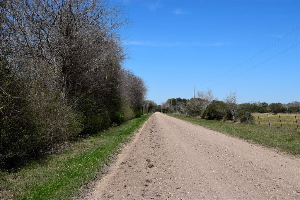 Pending | 372 County Road 444 Trull Road Blessing, TX 77419 5