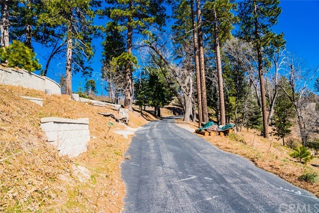Closed | 22 Fredalba Road Running Springs, CA 92382 23