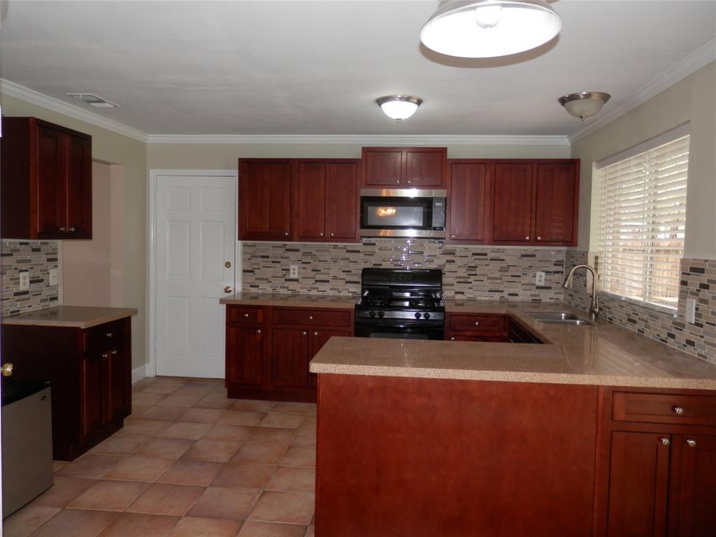 Pending   11414 Bent Way Street Cypress, TX 77429 12