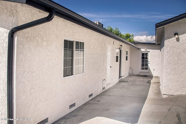Pending   10504 Las Lunitas Avenue Tujunga, CA 91042 26