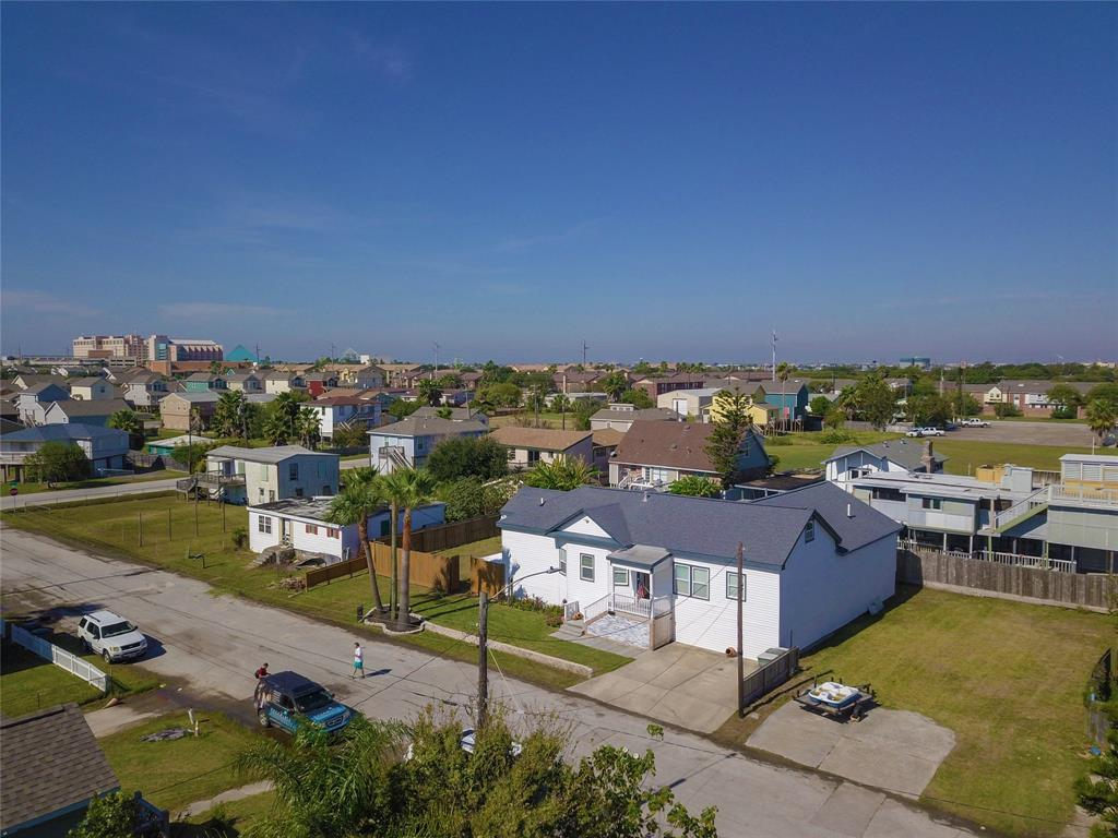 Active | 7010 Avenue Q 1/2 Avenue Galveston, TX 77551 4