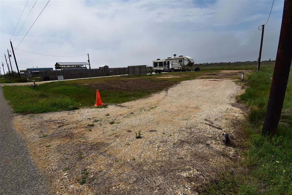 Active | 1458 County Road 299  Sargent, TX 77414 3