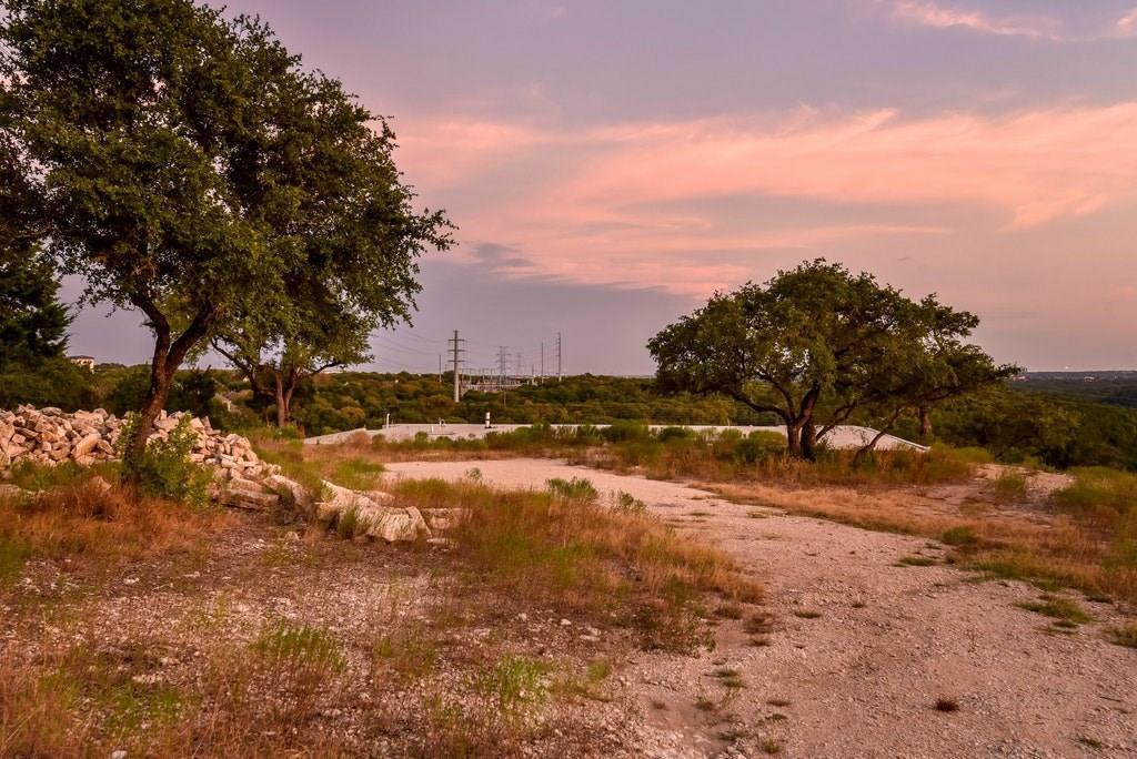 Active | 2021 SURREY HILL Drive Austin, TX 78746 8
