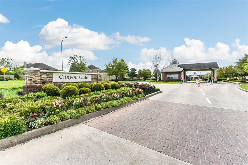 Pending Continue to Show | 10923 Reston Point Drive Richmond, TX 77406 4