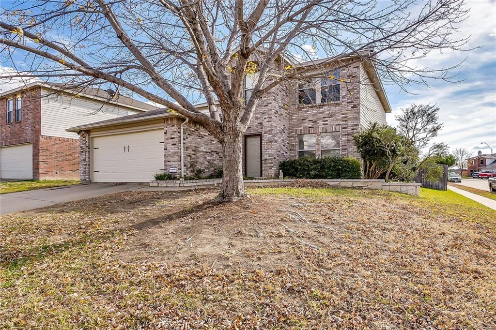Sold Property | 557 Hertford Street Fort Worth, Texas 76036 2