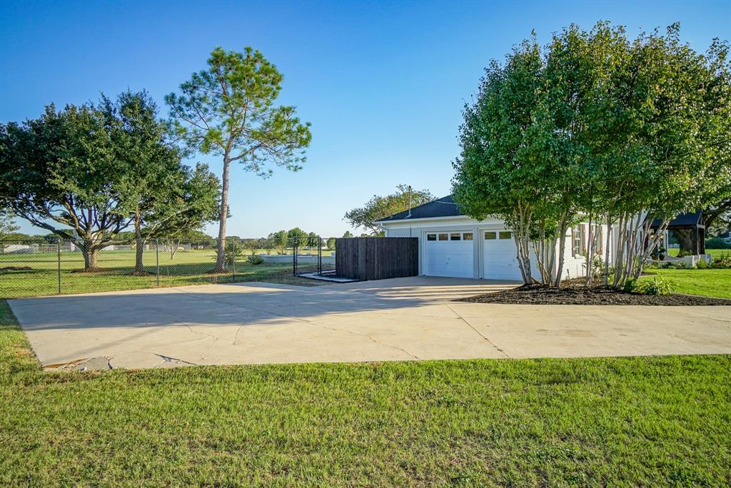 Active | 324 Standing Oaks Lane Sealy, TX 77474 36