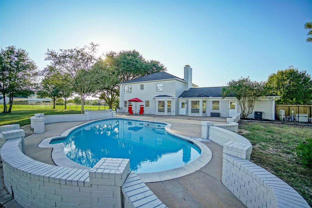 Active | 324 Standing Oaks Lane Sealy, TX 77474 4