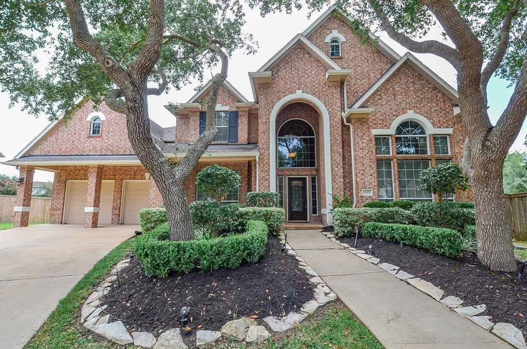 Active | 5303 Deerbourne Chase Drive Sugar Land, TX 77479 1