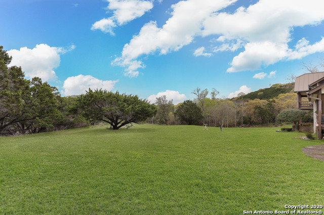 Active RFR | 400 Tapatio Dr W  Boerne, TX 78006 23