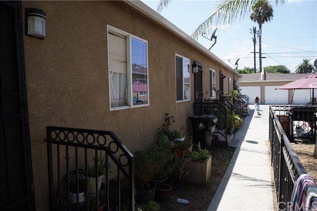 Closed | 8847 S Hoover Street Los Angeles, CA 90044 2