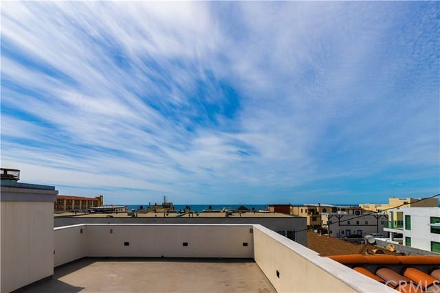 Active Under Contract | 118 1st  Court Hermosa Beach, CA 90254 1