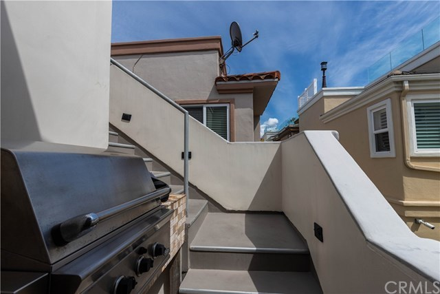 Closed | 118 1st  Court Hermosa Beach, CA 90254 34