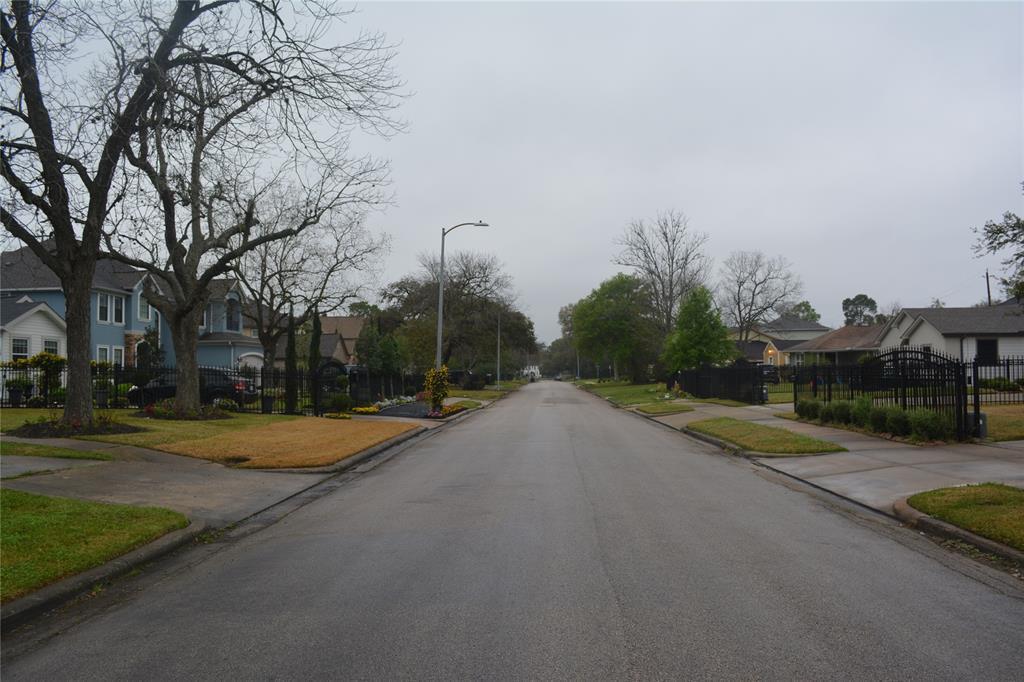 Active | 3550 Charleston Street Houston, TX 77021 4