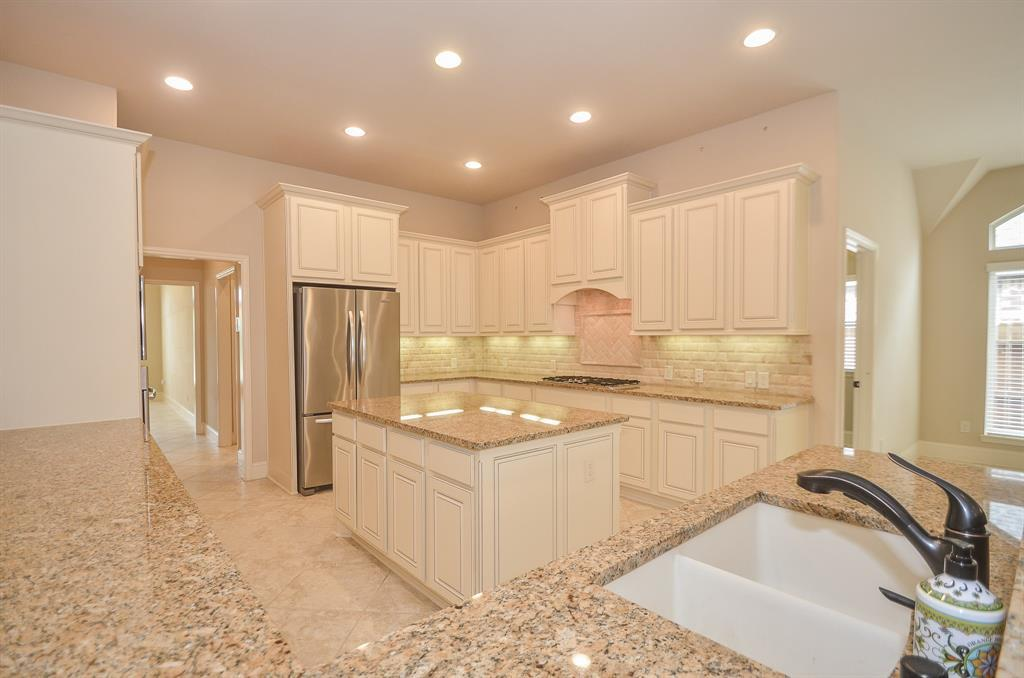 Pending | 1811 Parkwater Cove Court Pearland, TX 77584 13