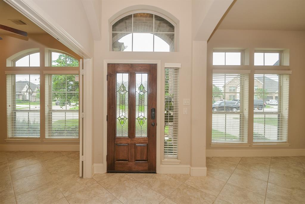 Pending | 1811 Parkwater Cove Court Pearland, TX 77584 3