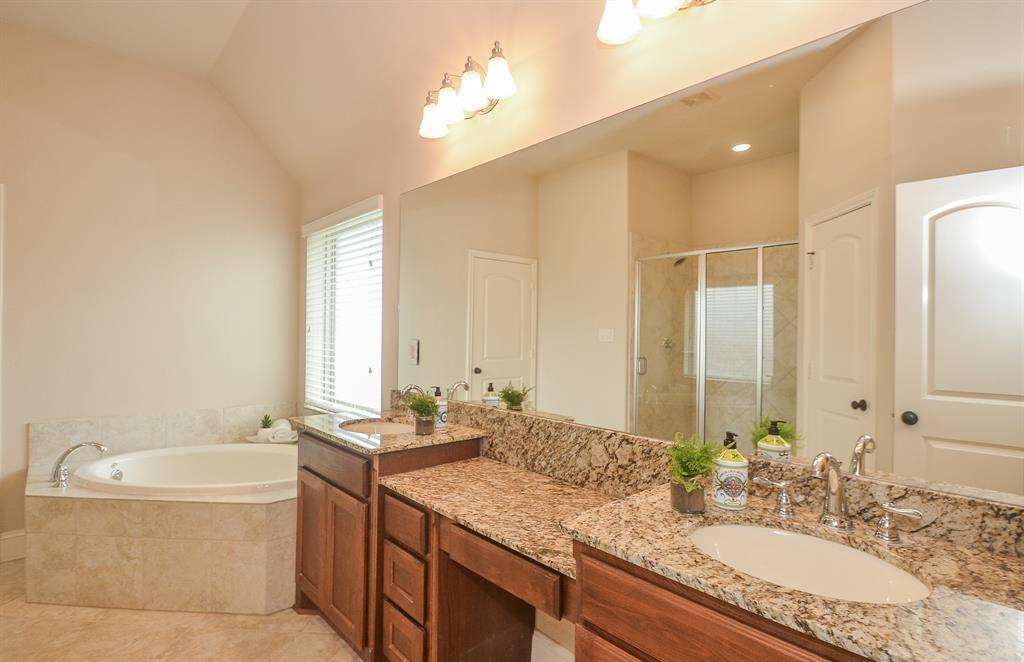 Pending | 1811 Parkwater Cove Court Pearland, TX 77584 24