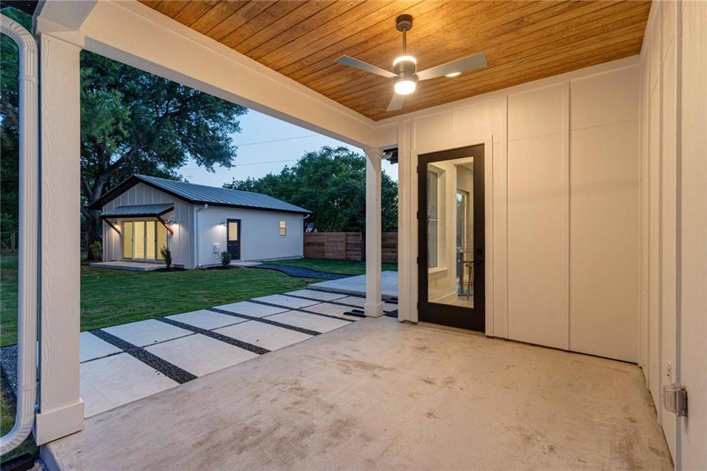 Closed | 5601 Jackie Robinson Street #2 Austin, TX 78721 12