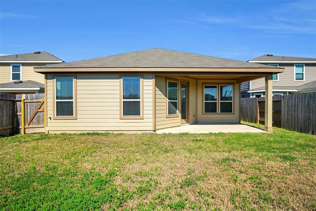 Pending | 2527 Hawthorn Park  Court Houston, TX 77038 32