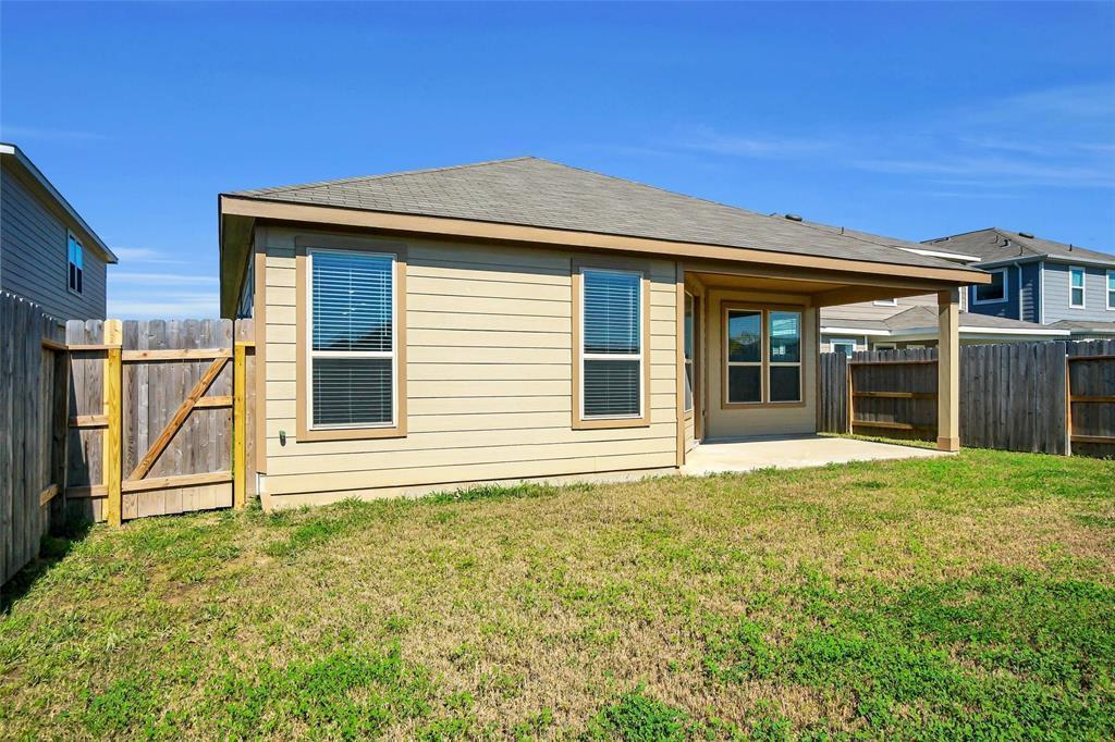Pending | 2527 Hawthorn Park  Court Houston, TX 77038 34
