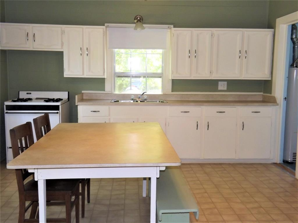 Country Living in Cat Spring on 31+ acres, Farm House.    5677 US Hwy 90 Cat Spring, TX 78933 7