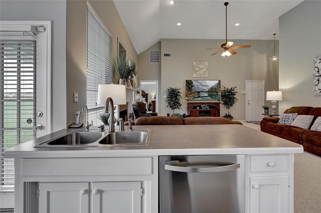 Sold Property | 104 N Frederick  Street Ponder, TX 76259 13
