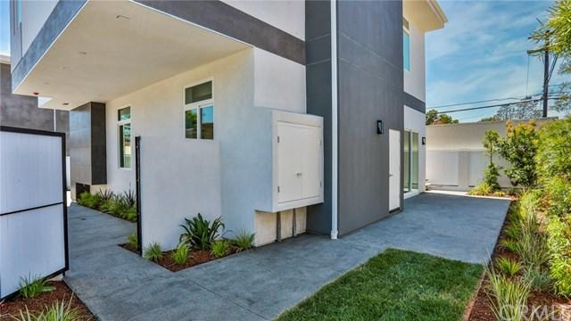 Active Under Contract   2203 Ruhland  Avenue #B Redondo Beach, CA 90278 8