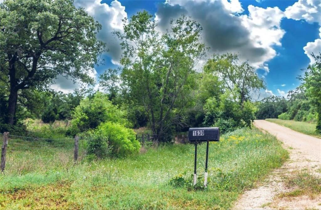 Pending | 1630 Wood Haven  DR Waelder, TX 78959 5